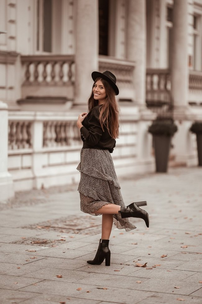 Asymmetrical skirt on a wide elastic band