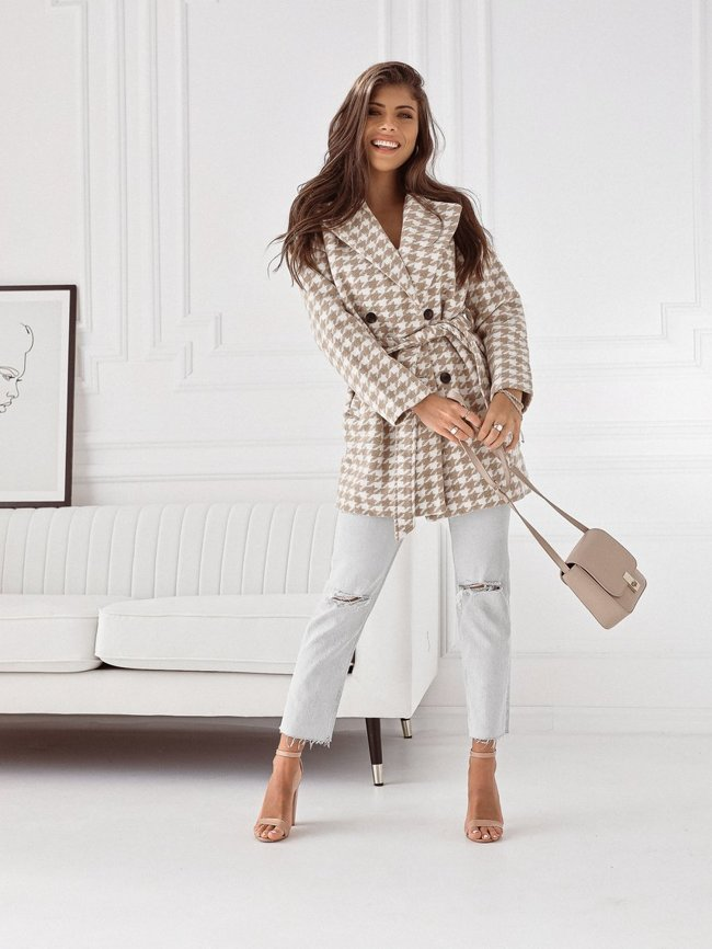 Beige and white coat with wool
