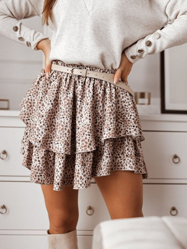 Beige skirt with a fine pattern