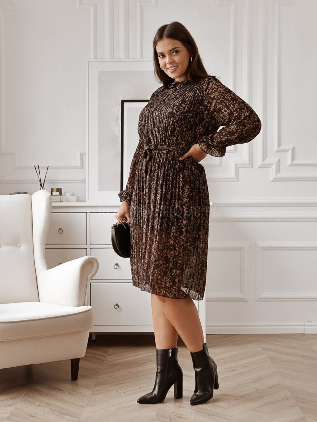Black dress with a caramel pattern