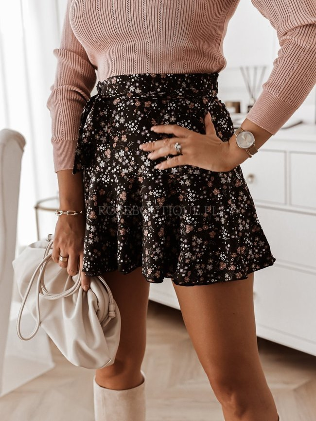 Black mini skirt with belt