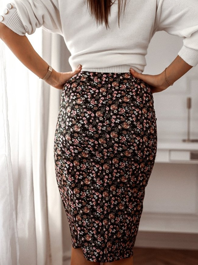 Black skirt with shirring