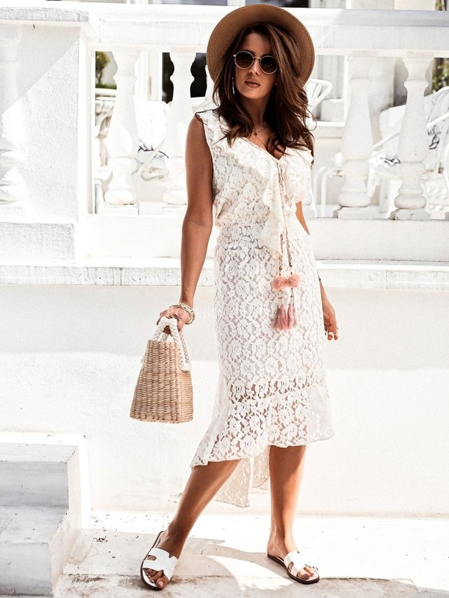 Creamy lace maxi dress