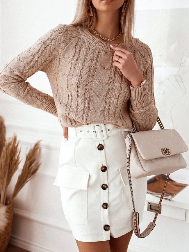 Creamy skirt with brown buttons