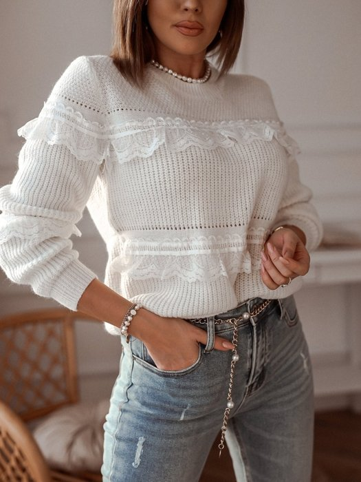 Creamy sweater with lace frills