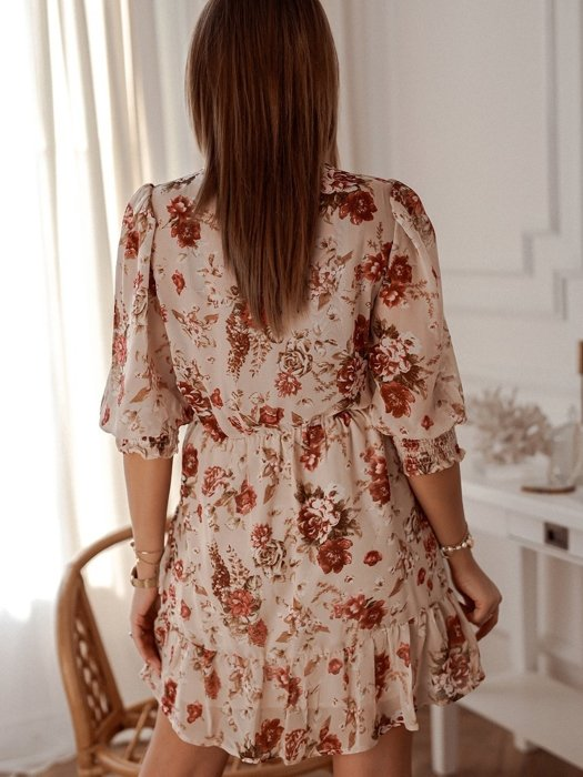 Dress with roses with an elastic waist
