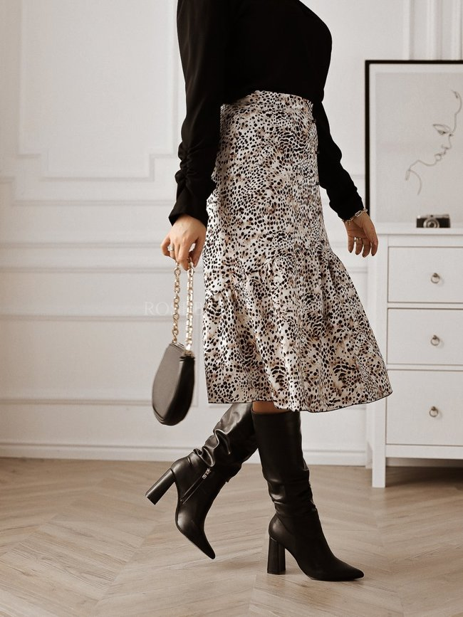 Leopard print skirt with decorative buttons