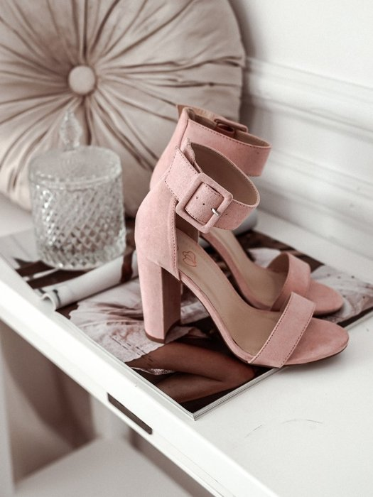 Sandals on a post with a buckle - Pink