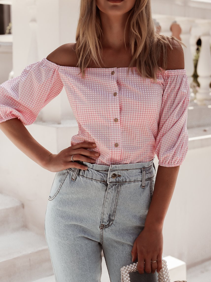 Spanish blouse with a pink check